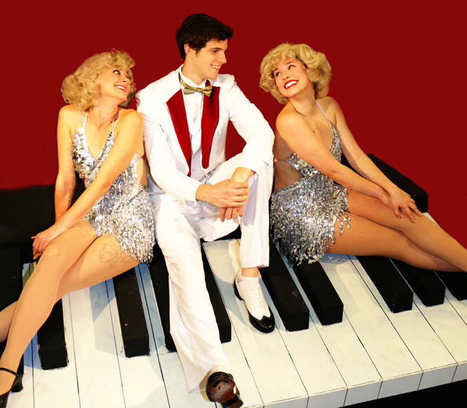 Two_girls_&_a_guy_on_a_piano