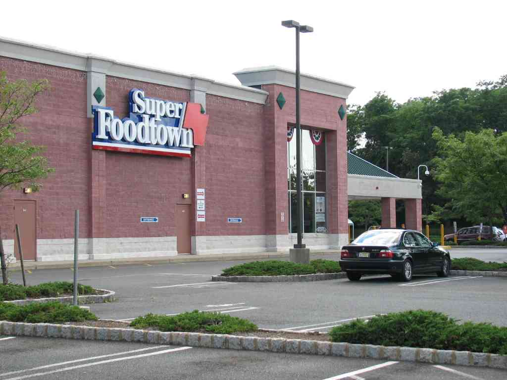 Shrewsbury job lotter rents giant space red bank green for Build on your lot new jersey