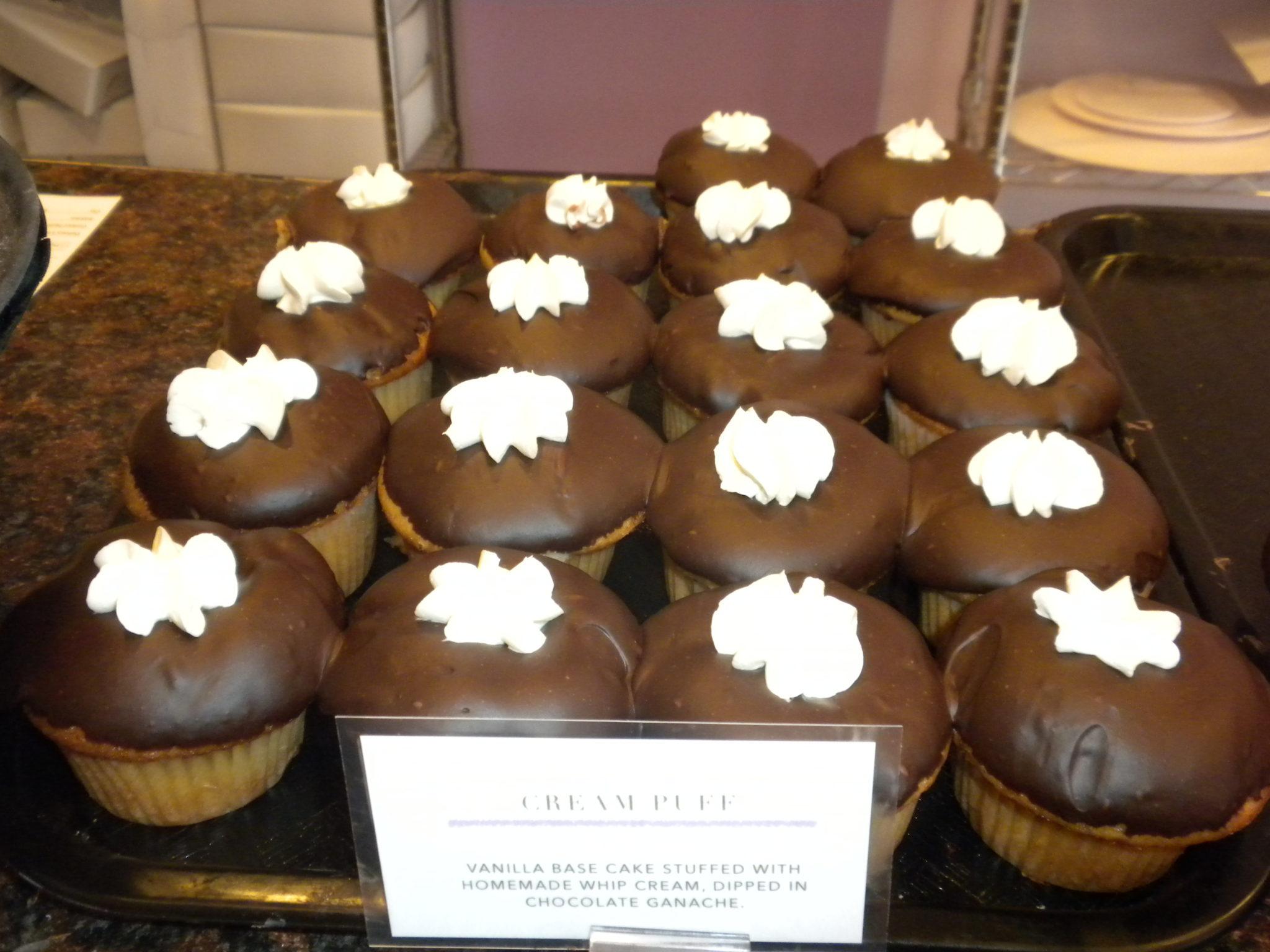 Cream Puff Cupcakes At Cupcake Magician Photo By Susan Ericson Click To Enlarge