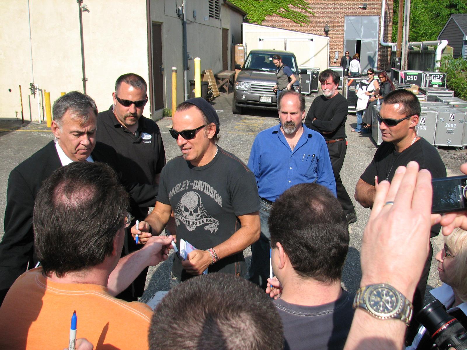 Springsteen Signs Virginia Duke