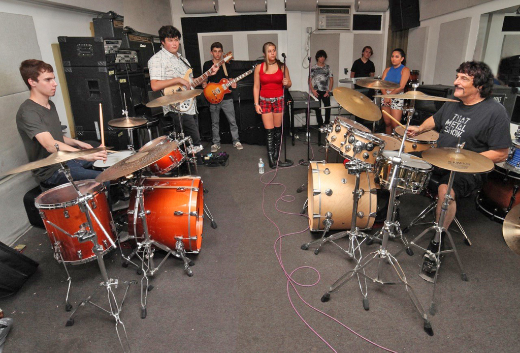Drummer_Carmine_Appice_(right)_works_with_Basie_Rockit!_students_in_advance_of_their_Vanguard_Awards_performance_on_August_29th.