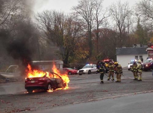 mtown car fire 111115 3